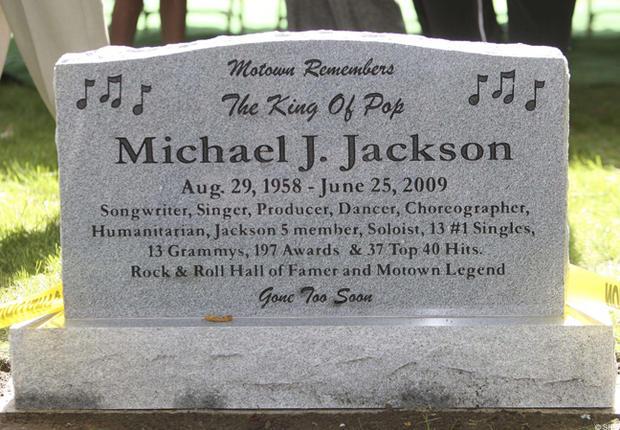 Time Is On My Side (eh bien, c'est mieux comme ça m'écrase ...) Michael-Jackson-Tombe